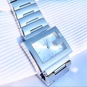 💝 Gucci The G Rectangle Steel Watch